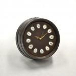Rellotge amb detall de ceramica